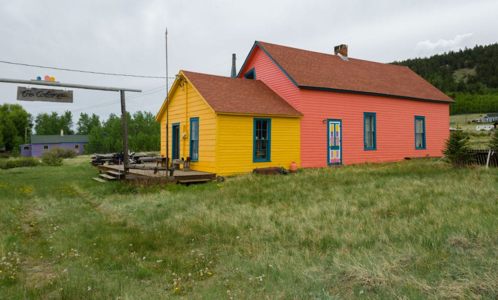 image of colorful house in Como, CO