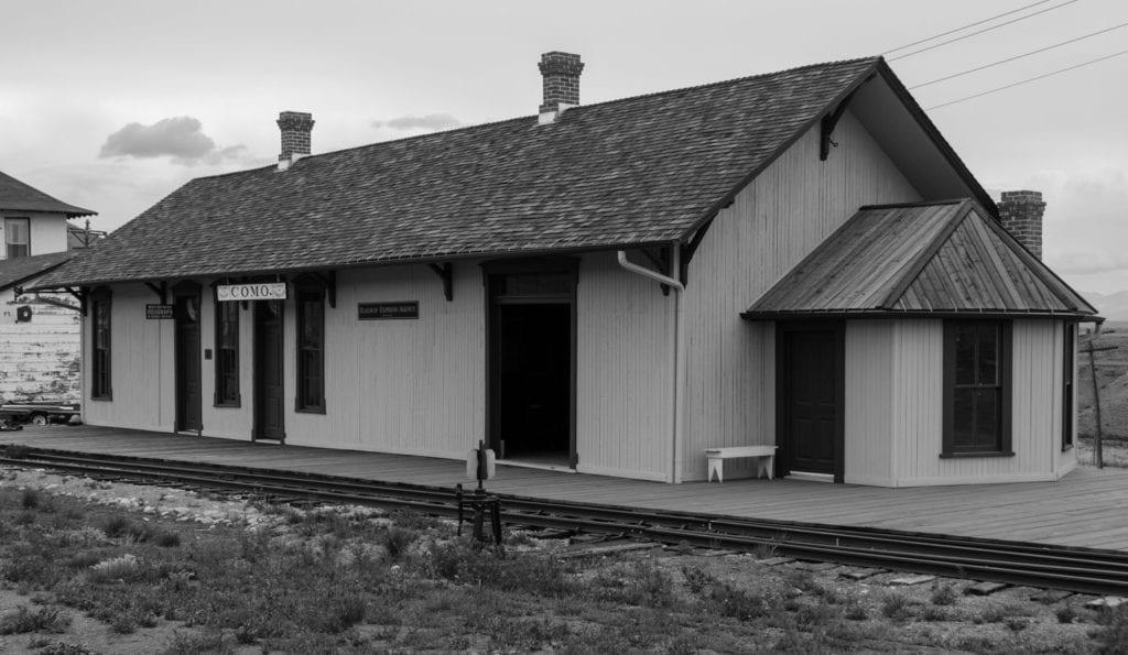 Black and white image of Como Train Depot